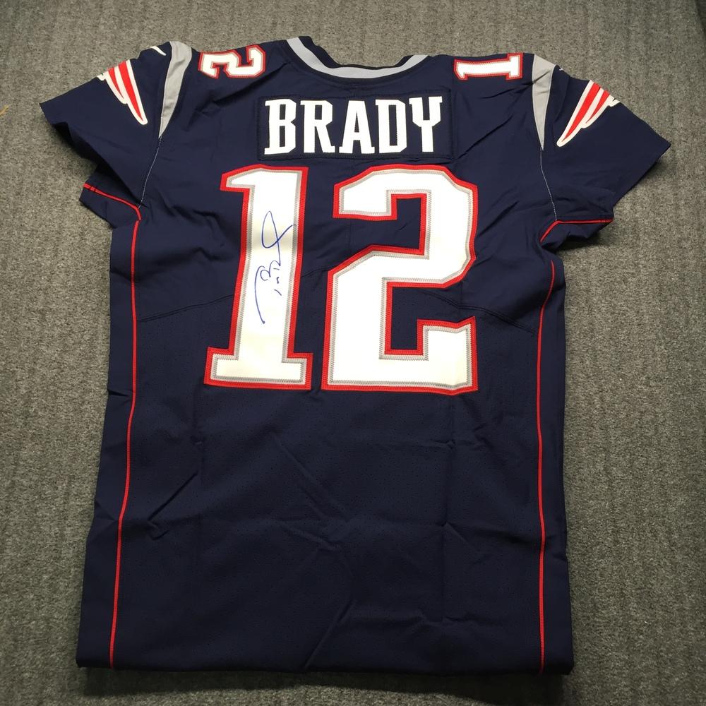 NFL Auction | NFL - Patriots Tom Brady Signed Jersey Size 44 ...