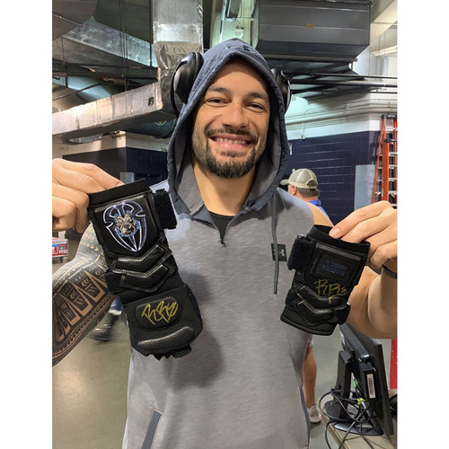 Photo of Roman Reigns WORN & SIGNED Gloves (SmackDown - 10/11/19)