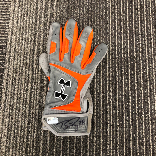 Photo of 2016 Autographed Right Hand Batting Glove - #28 Buster Posey