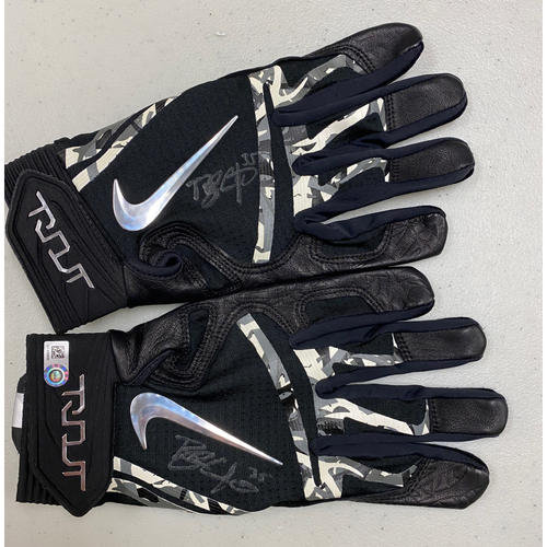 Photo of Team Issued Autographed Black Nike Batting Gloves signed by #35 Brandon Crawford