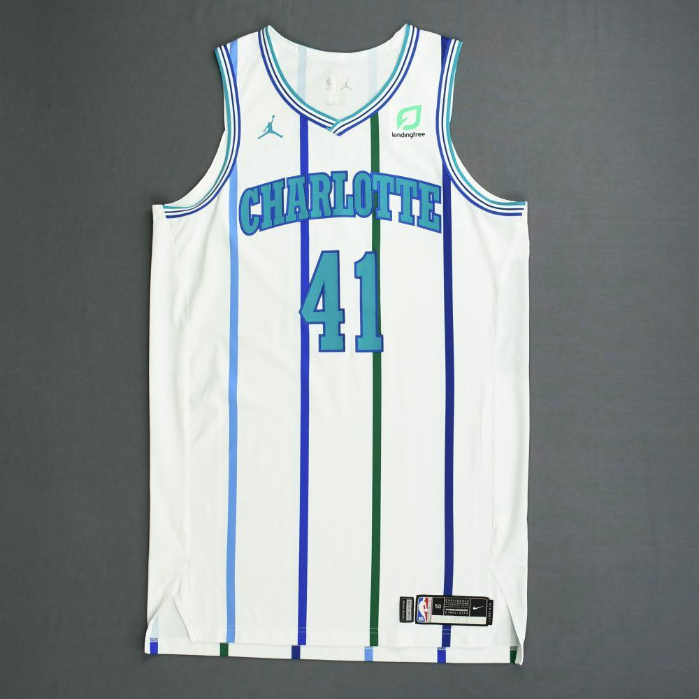 Willy Hernangomez - Charlotte Hornets - 2018-19 Season - Game-Worn White Classic Edition 1988-97 Home