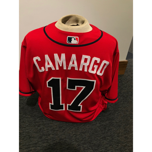 Photo of Johan Camargo 2019 Atlanta Braves Game-Used Los Bravos Day Jersey