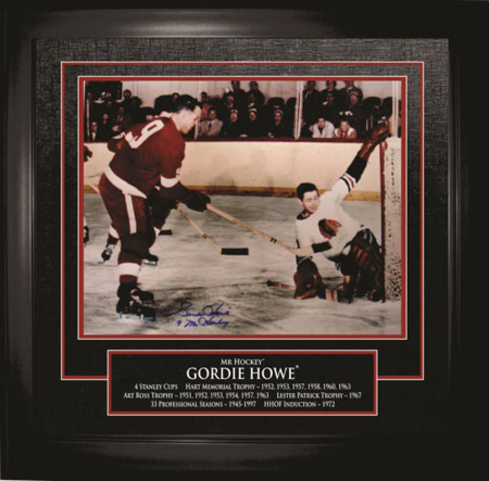 Framed Gordie Howe Signed 16x20 Breakaway Photo with Career Stats #64-456