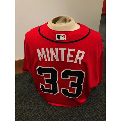 Photo of A.J. Minter 2019 Atlanta Braves Game-Used Los Bravos Day Jersey