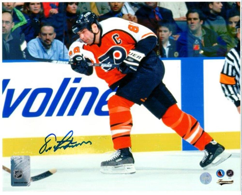 Eric Lindros Signed 8x10 Unframed Flyers-H
