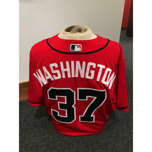 Photo of Ron Washington 2019 Atlanta Braves Game-Used Los Bravos Day Jersey