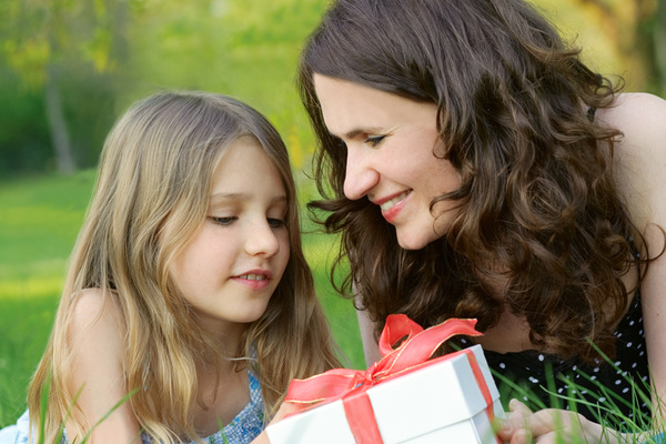 Clickable image to visit The Sparkle & Spritz Mother's Day Package