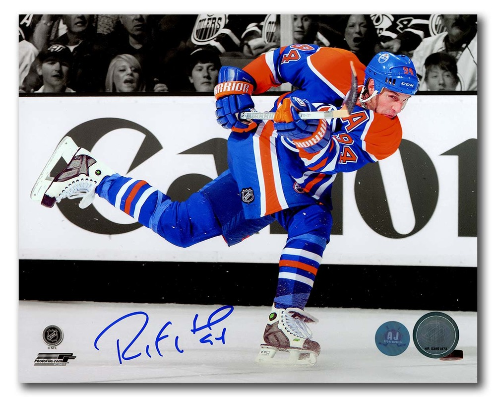 Ryan Smyth Edmonton Oilers Autographed NHL Spotlight Slapshot 8x10 Photo