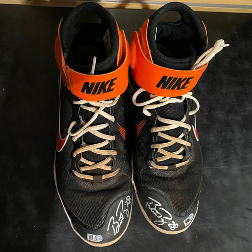 Photo of 2021 Autographed Team Issued Nike Cleats signed by #28 Buster Posey - Size 11 1/2