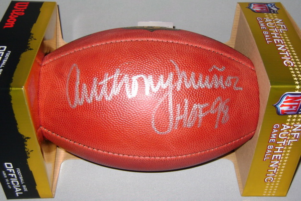 NFL - BENGALS ANTHONY MUNOZ SIGNED AUTHENTIC FOOTBALL