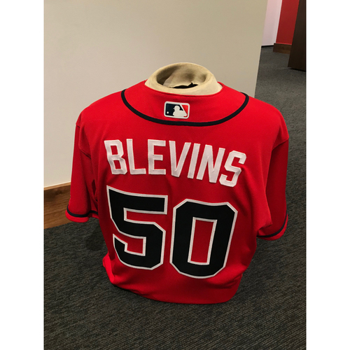Photo of Jerry Blevins 2019 Atlanta Braves Game-Used Los Bravos Day Jersey