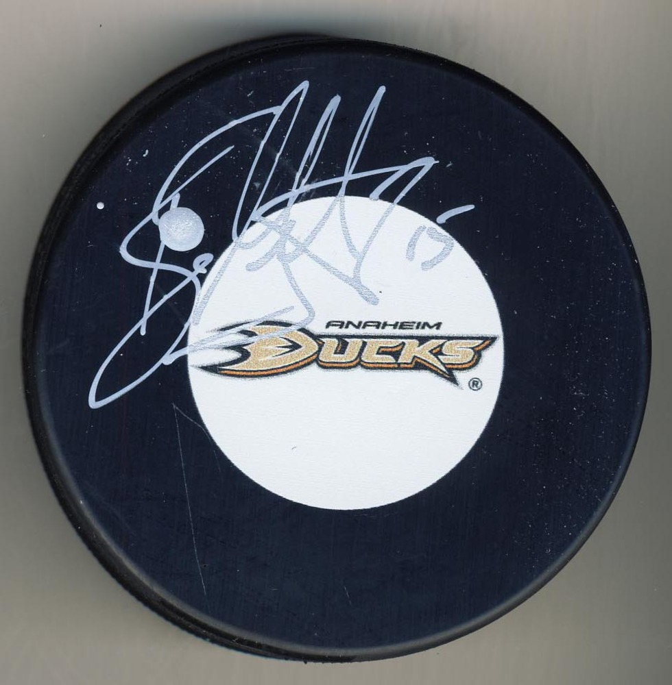 Ryan Getzlaf Anaheim Ducks Signed Autograph Model Hockey Puck *Autograph Slightly Smudged*