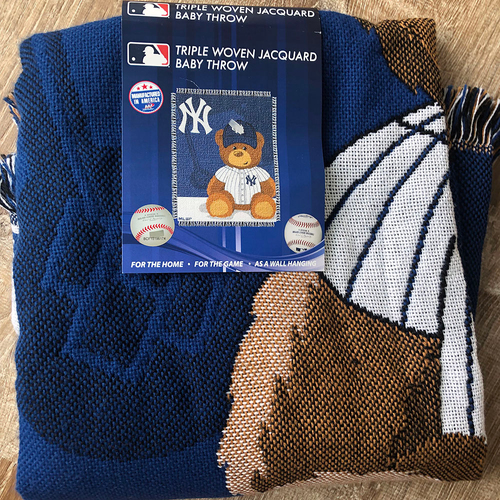 Photo of UMPS CARE AUCTION: New York Yankees Throw Blanket