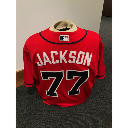 Photo of Luke Jackson 2019 Atlanta Braves Game-Used Los Bravos Day Jersey