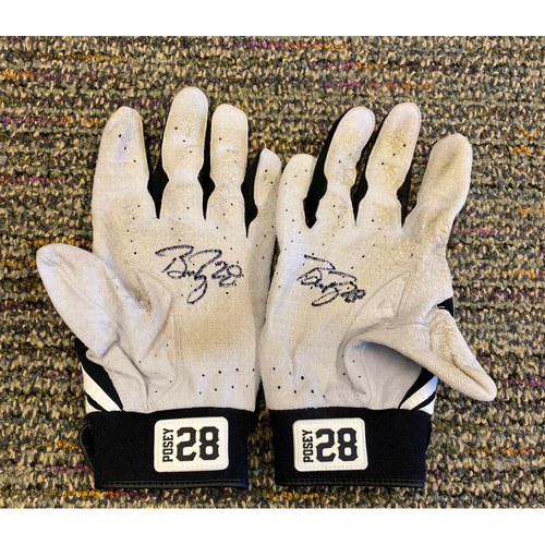 2019 Autographed Batting Gloves - #28 Buster Posey