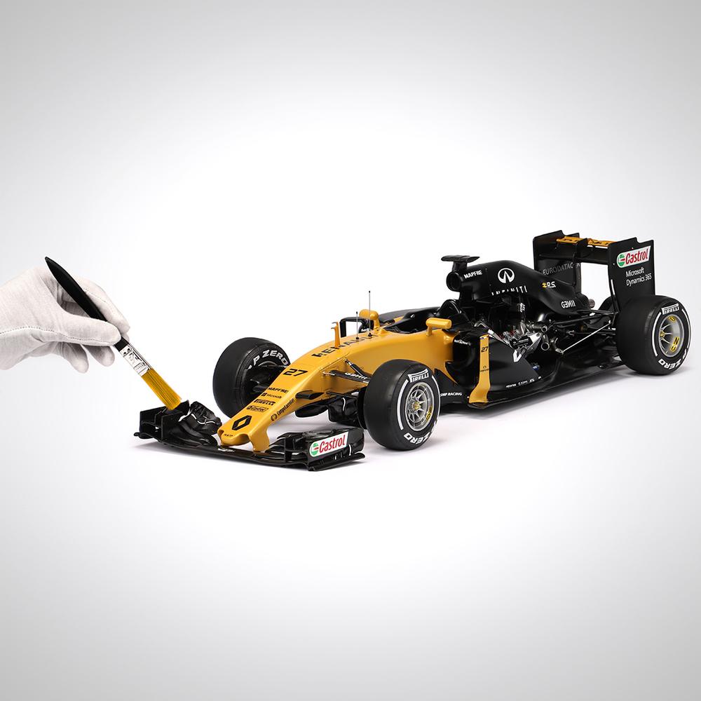 Renault F1 Team 2017 1:8 Scale Cutaway Model F1 Car
