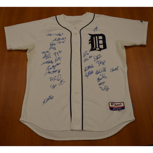Photo of 2012 Detroit Tigers Team Signed Jersey (MLB Authenticated)