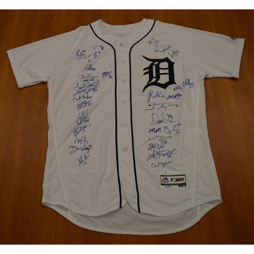 Photo of 2018 Detroit Tigers Team Signed Jersey (MLB Authenticated)