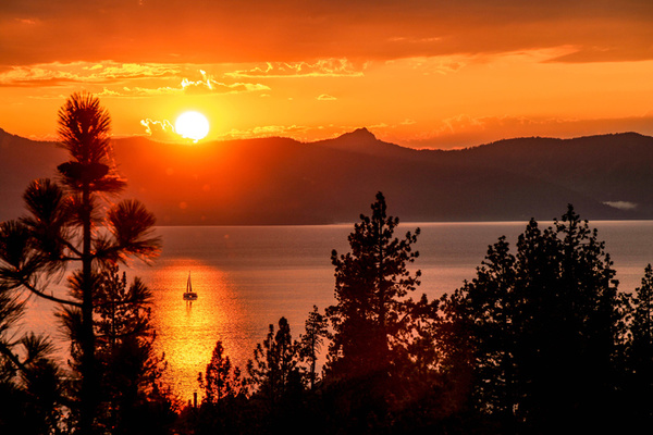 Clickable image to visit Lake Tahoe's Sunsets to Waterfalls Experience