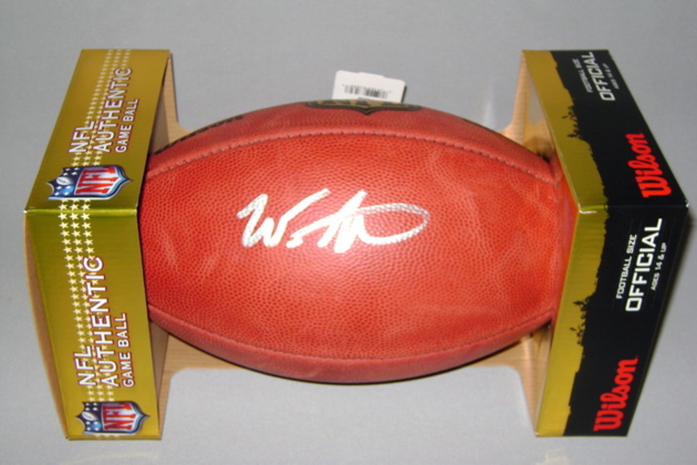 NFL - VIKINGS WES LUNT SIGNED AUTHENTIC FOOTBALL