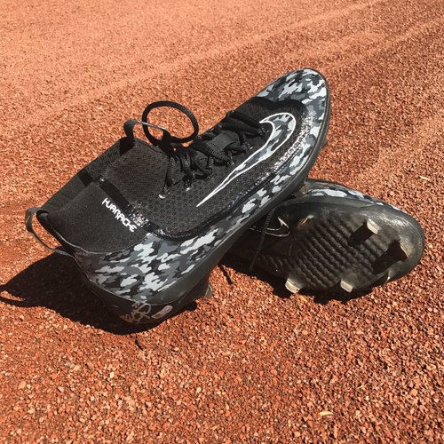 Photo of San Francisco Giants - Autographed Player Collected Cleats - Brandon Crawford (size 12)