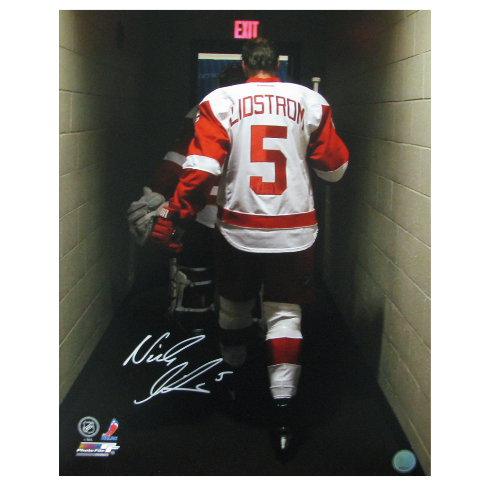 NICKLAS LIDSTROM Signed Detroit Red Wings Leaving Ice for Final Time 16 X 20 Photo - 79017