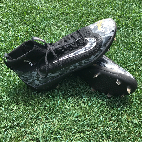 San Francisco Giants - Player Collected and Autographed Cleats - George Kontos - Cleat Size - 12