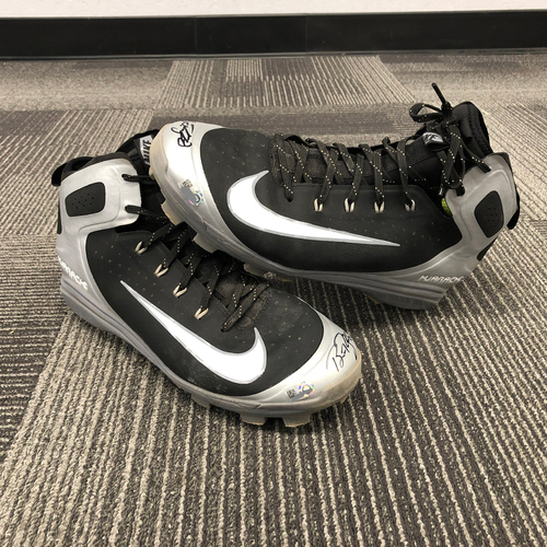 Photo of 2018 Team Issued Autographed Cleats - #28 Buster Posey - Size 11.5