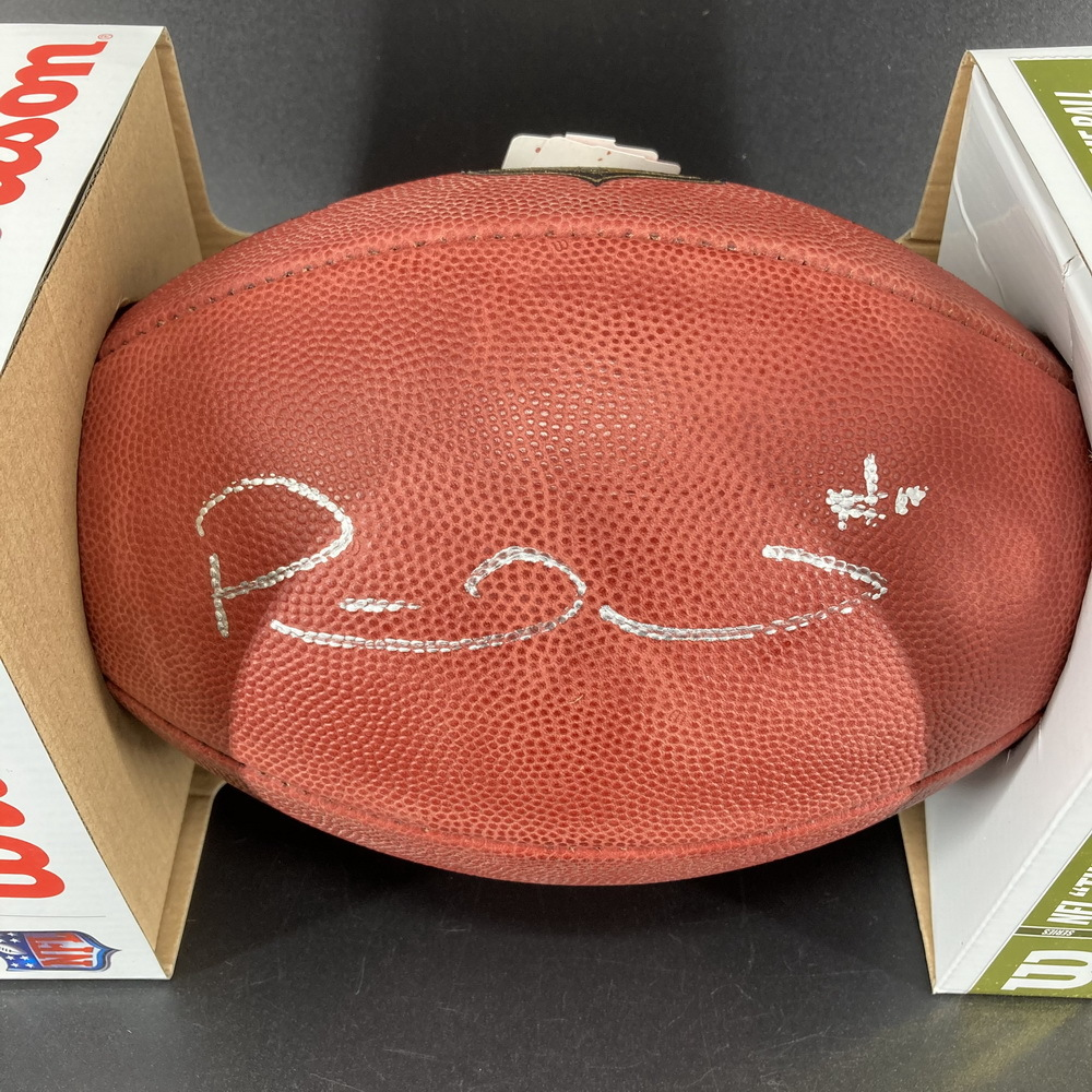 NFL - Chiefs Patrick Mahomes Signed Authentic Football