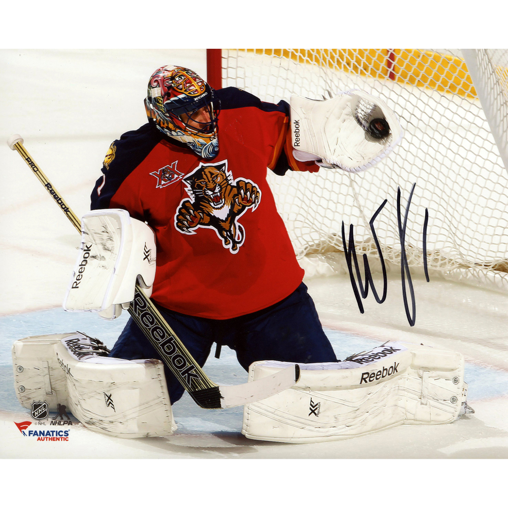 Roberto Luongo Florida Panthers Autographed 8'' x 10'' Red Glove Save Photograph
