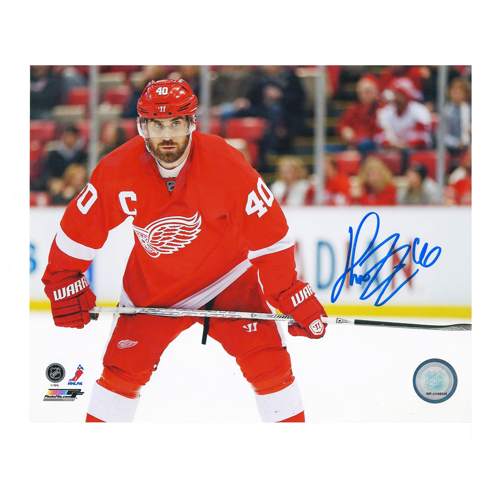 HENRIK ZETTERBERG Signed Detroit Red Wings 8 X 10 Photo - 70049