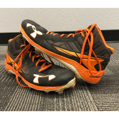 Photo of 2016 NLDS Game 4 Game-Used Cleats worn by #12 Joe Panik vs. Chicago Cubs on 10/11 - Size 11 1/2