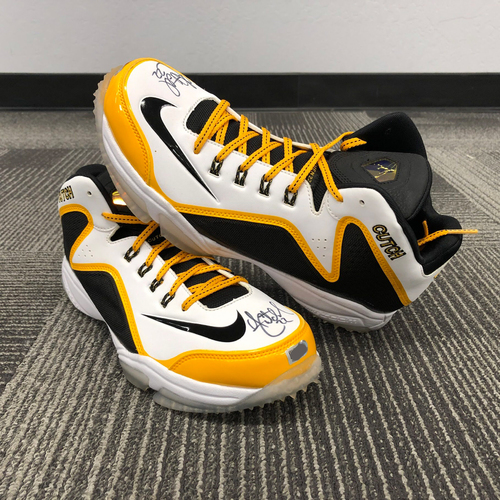 Photo of 2018 Autographed Shoes - #22 Andrew McCutchen
