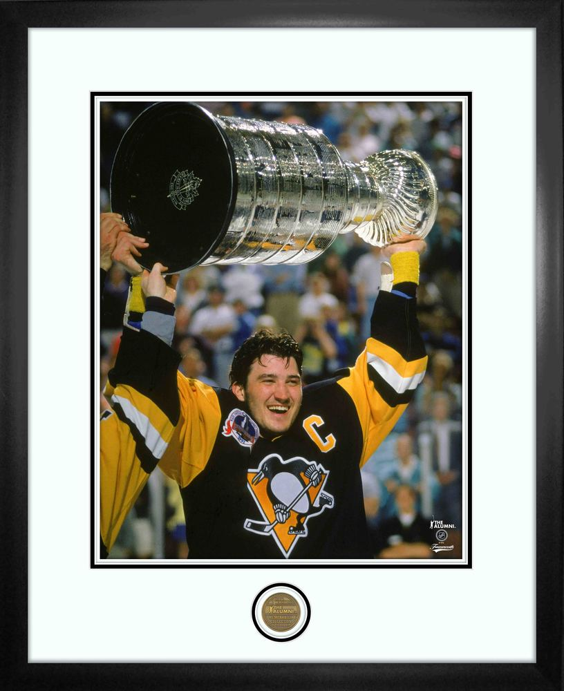 Mario Lemieux 16x20 Alumni Frame Penguins Raising Cup-V