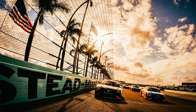 NASCAR FORD ECOBOOST 400 RACE AT HOMESTEAD-MIAMI SPEEDWAY