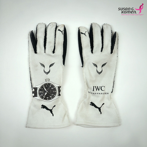 Photo of Lewis Hamilton 2017 Race Gloves - Supporting the Susan G.Komen Foundation