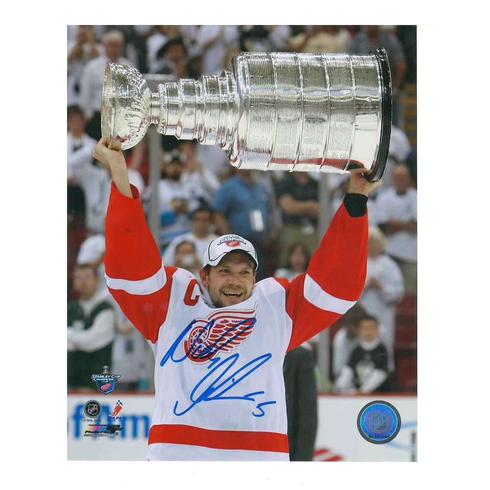 NICKLAS LIDSTROM Signed Detroit Red Wings 8 X 10 Photo with Stanley Cup - 70077