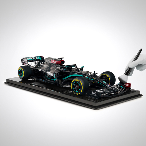 Photo of Lewis Hamilton 2020 Mercedes-AMG F1 W11 EQ Performance 1:8 Scale Model