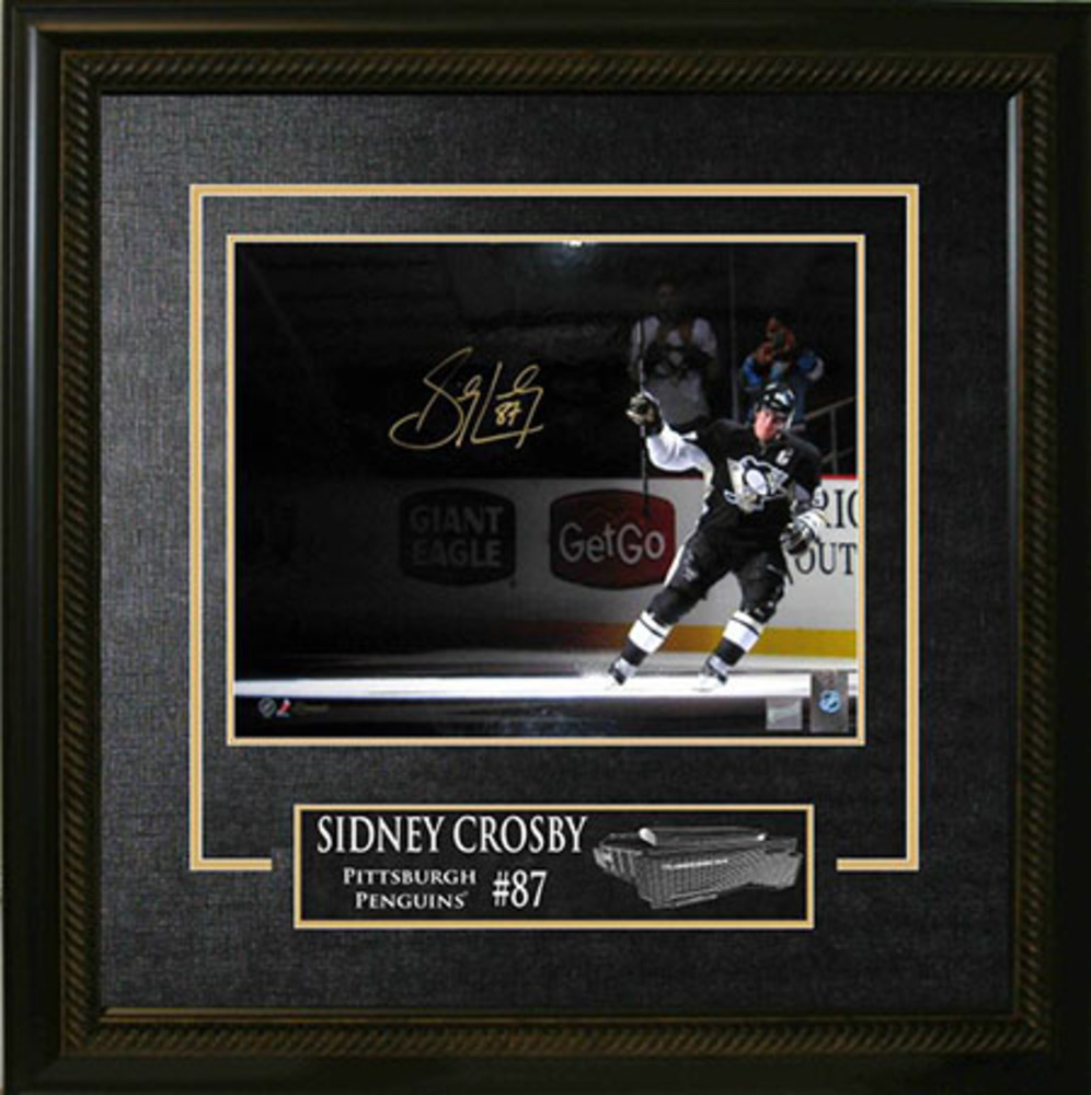Sidney Crosby - Signed & Framed 16x20 Etched Mat - Stick Salute