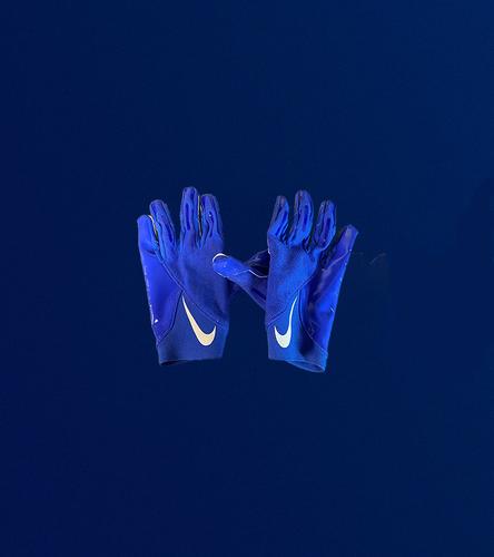 Robert Woods Game Used Gloves - (10/7/2021 VS Seattle Seahawks)