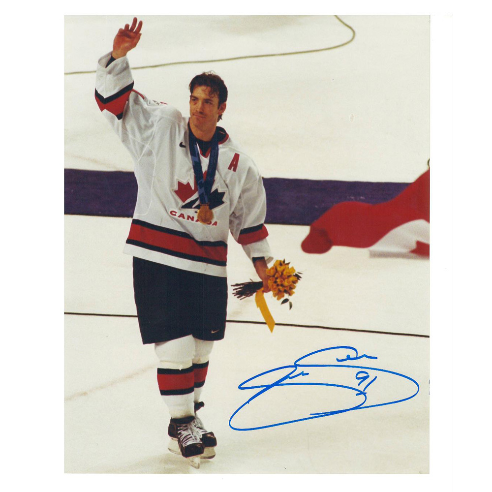 JOE SAKIC Signed Team Canada 8 X 10 Photo - 70125 A