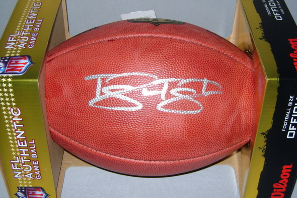 NFL - TITANS TAYWAN TAYLOR SIGNED AUTHENTIC FOOTBALL