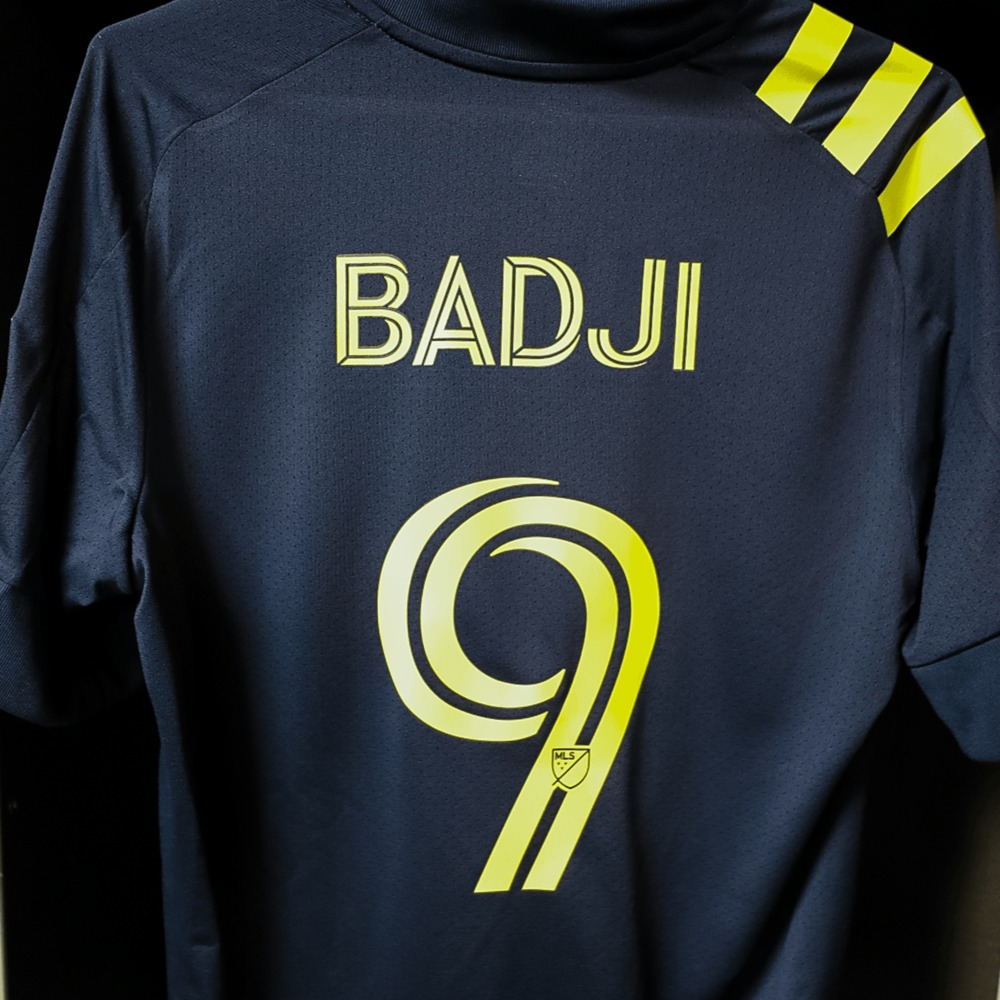 Official match-worn secondary jersey with