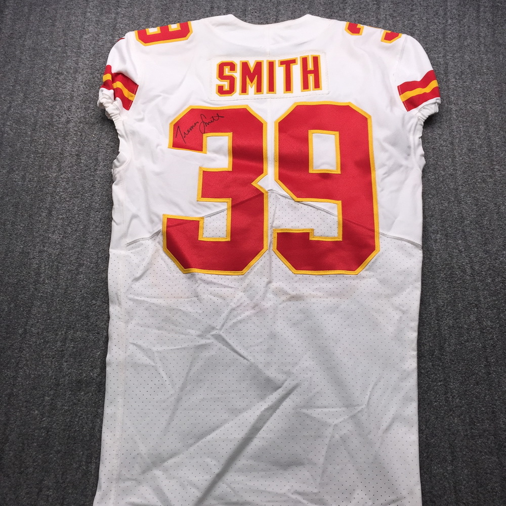 Crucial Catch - Chiefs Tremon Smith Game Used Jersey (10/14/18) Size 40
