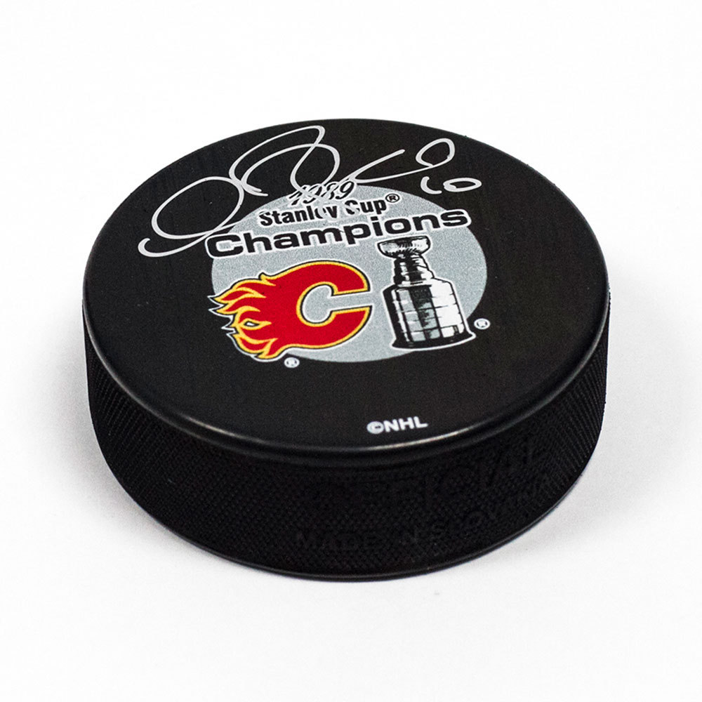 Gary Roberts Calgary Flames Autographed 1989 Stanley Cup Hockey Puck