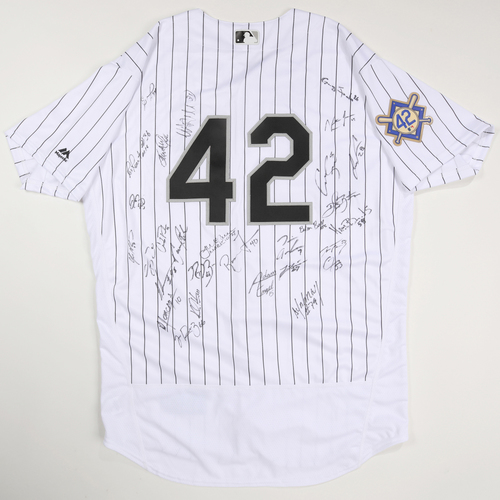 Photo of 2019 Jackie Robinson Day Jersey - Chicago White Sox Team Autographed Jersey