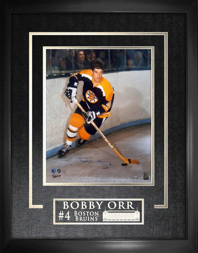 Bobby Orr - Signed & Framed 16x20 Etched Mat Bruins Dark Action Frame