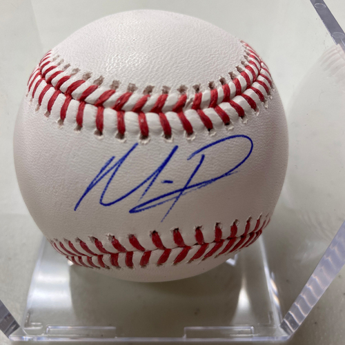 Photo of Autographed Baseball - Mauricio Dubon