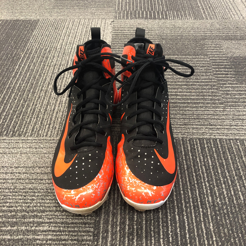 Photo of 2018 Game Used Cleats worn by #28 Buster Posey worn on 8/25/18 vs. Texas Rangers - Size 11.5