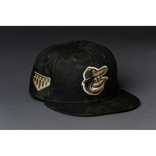 Photo of Chris Davis Autographed & (Team-Issued or Game-Worn) Armed Forces Weekend Cap